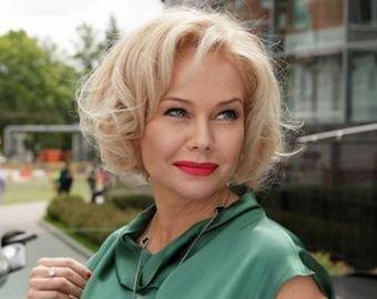 Елена Корикова показала фигуру в бикини