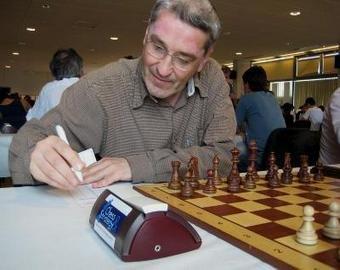 Гроссмейстера засняли на унитазе с телефоном во время турнира