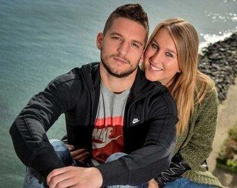 Футболист пошутил про грудь жены и тут же пожалел об этом