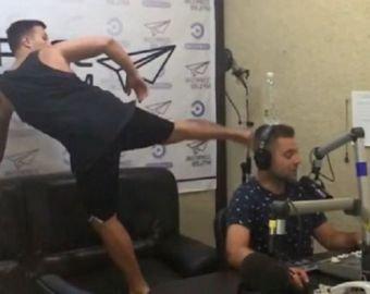 Ведущий радиостанции получил по голове во время эфира