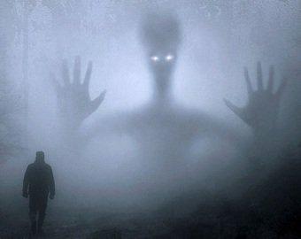 Британец заснял на кладбище странное существо