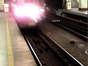 Пранкер лег под поезд в метро ради лайков