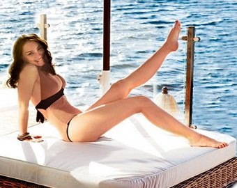 Виктория Дайнеко доверила выбор бикини фанатам