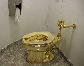 Из дворца Черчилля украли золотой унитаз