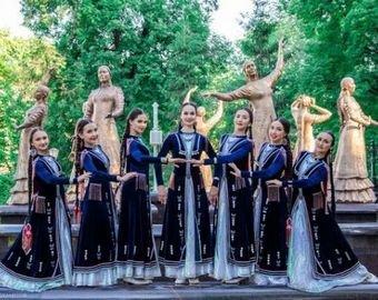 Девушки из Уфы станцевали башкирский танец на пилоне