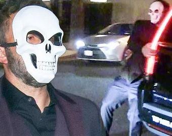 Бена Аффлека застали пьяным в маске черепа