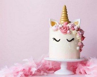 Молодая мать получила непристойный торт на день рождения дочки