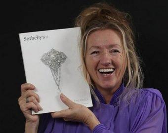 Британка купила на барахолке «стекляшку», оказавшуюся бриллиантом в 26 каратов