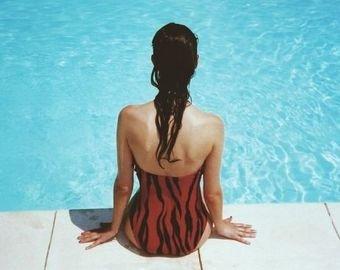 """Жених придумал для любимой купальник """"против флирта"""""""