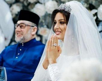 Мисс Москва впервые показала лицо сына от экс-короля Малайзии