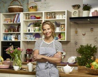 Кухонная мойка Юлии Высоцкой заинтересовала  поклонников больше, чем сама актриса