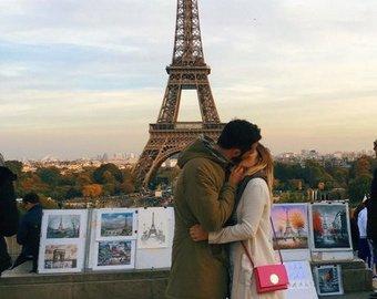 Тревел-блогер прославилась поцелуями с незнакомцами