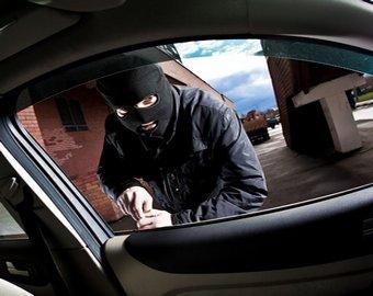 Преступник не смог угнать машину из-за «механики»