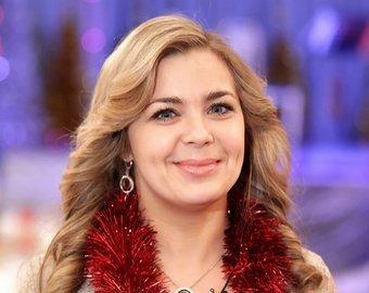 Ирина Пегова взбудоражила фанатов нарядом с глубоким декольте