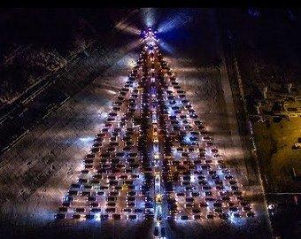 Автоёлку-геоглиф из автомобилей собрали в Ставрополе