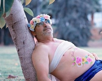 Мужчина снялся в пародии на фотосессии будущих мам