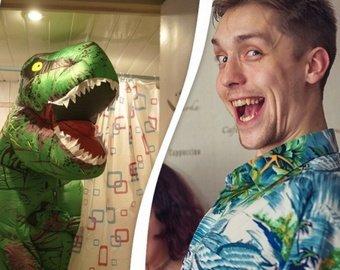 Семья прославилась вирусным объявлением с динозавром
