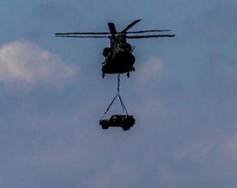 Мужчина на спор сбросил свой Mercedes с вертолета