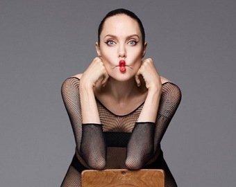 Джоли снялась обнаженной для обложки журнала