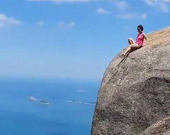 Туристка забралась на 840-метровую скалу ради суперфото для Инстаграма