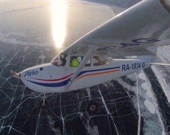 Видео посадки самолета на лед Байкала набирает популярность в Сети