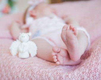 Фото серьезного младенца стало вирусным в интернете