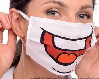 Женщина снялась голой, прикрывшись медицинскими масками