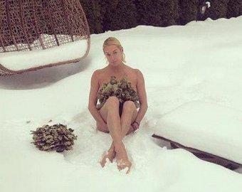 Анастасия Волочкова вышла на снег босиком и в купальнике