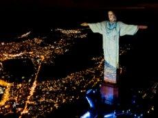 Статую Христа в Рио-де-Жанейро облачили в белый  халат