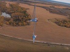 Необычный полет в Бердске: 600 метров над землей и 8 минут аэроакробатики