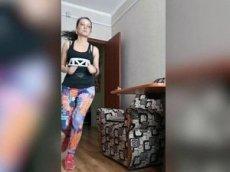 Жительница Якутии пробежала полумарафон в однокомнатной квартире