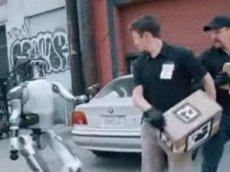 Робот ответил на издевательства людей