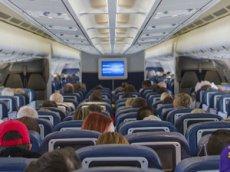 Голая нога в самолете прославила пассажира в Instagram