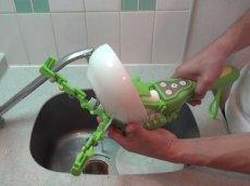 В Японии разработали ручную посудомойку