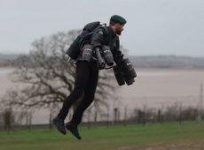 Британский морпех испытал снаряжение наемника из «Звездных войн»