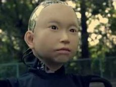 В Японии создали андроида-ребенка, который умеет улыбаться