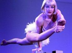 Экс-артистка «Цирка дю Солей» показала, как занимается спортом во время карантина
