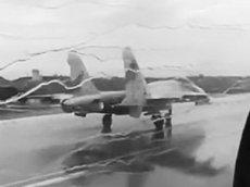 Взлет истребителей Су-27 сквозь ливень