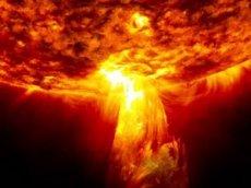 Солнце выбросило шар огня, способный поглотить Землю