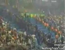 В Германии футбольные фанаты ранили 36 полицейских