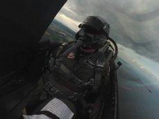 Пилот истребителя F-16 снял из кабины обзорное видео