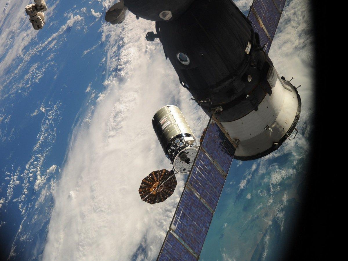 Американский астронавт устроил бардак на МКС