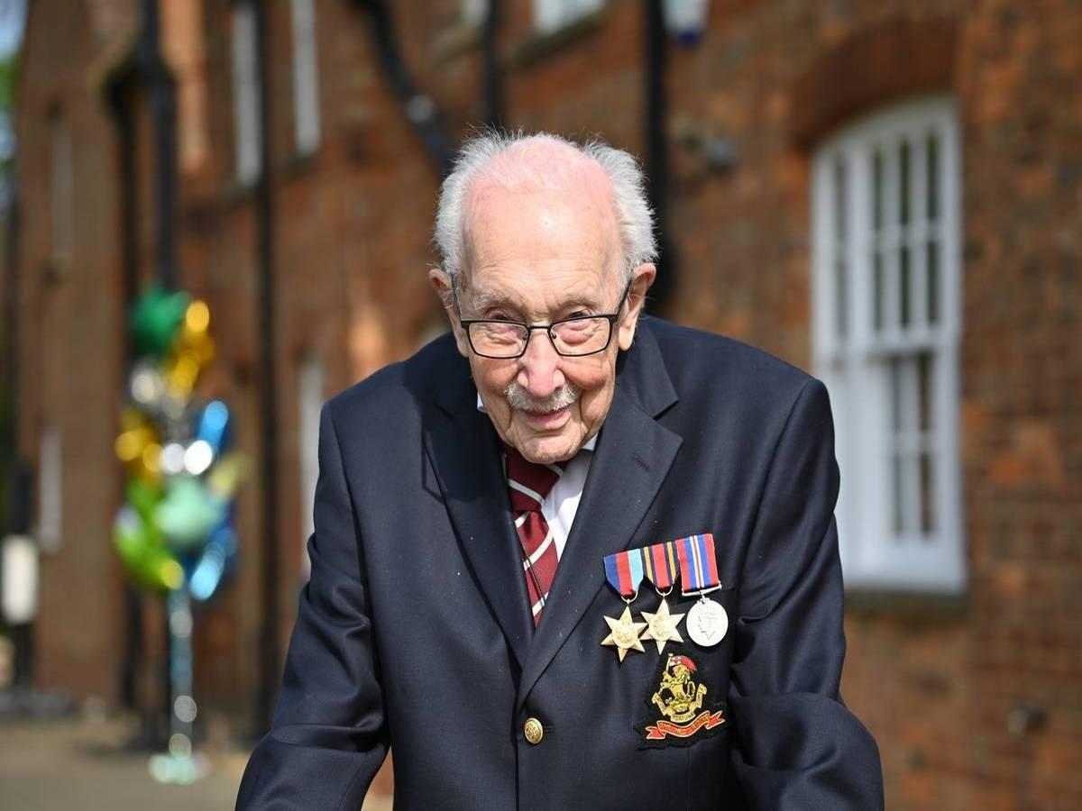 Ветеран Второй мировой возглавил британский хит-парад