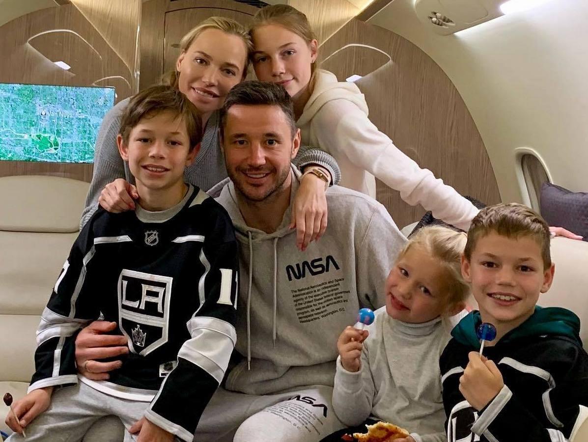 Илья Ковальчук приобщает детей к спорту на карантине