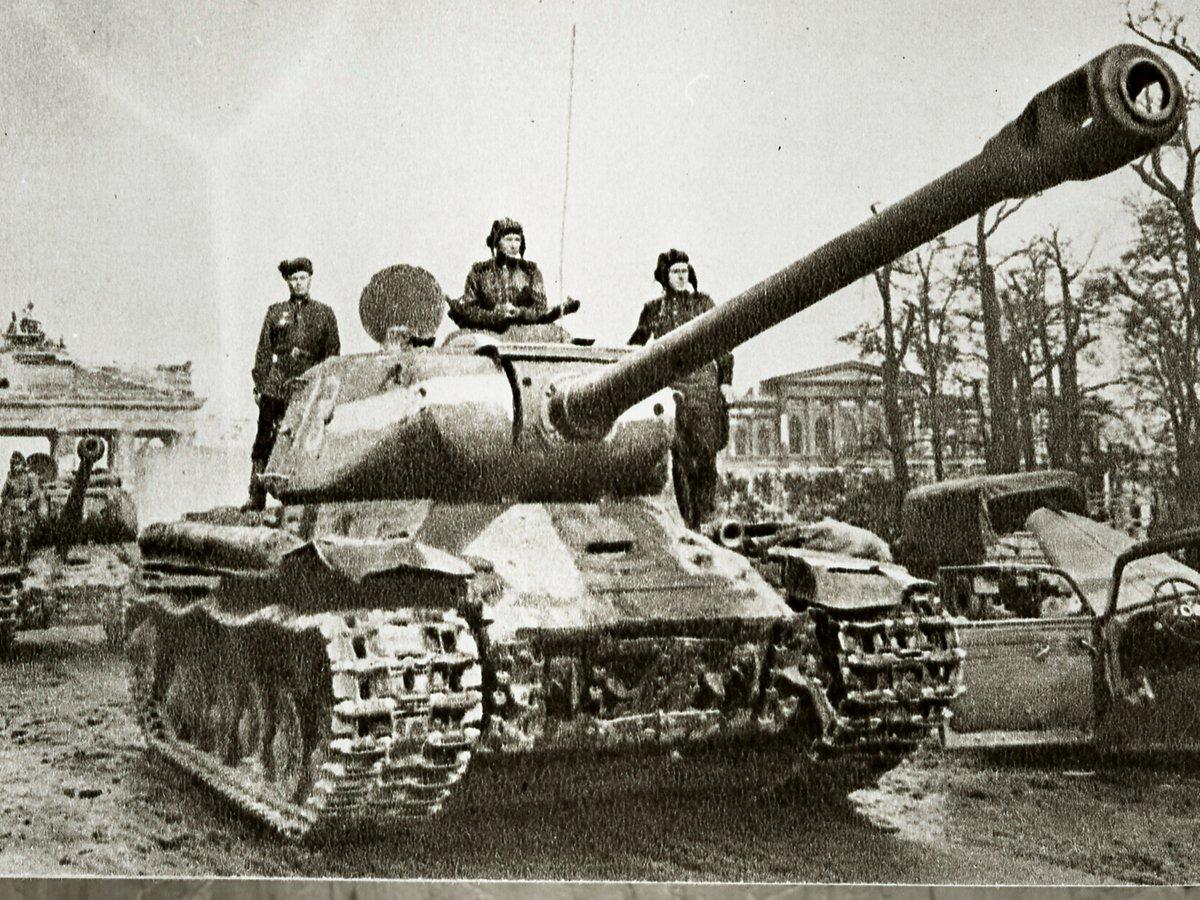 Хор из США исполнил песню «Три танкиста» на русском языке