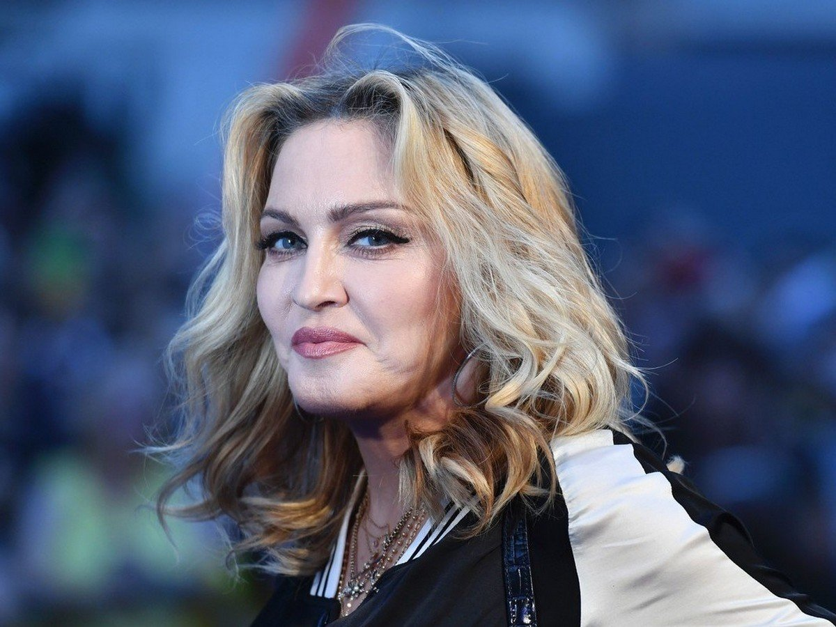 Мадонна устроила жаркие танцы в своем особняке