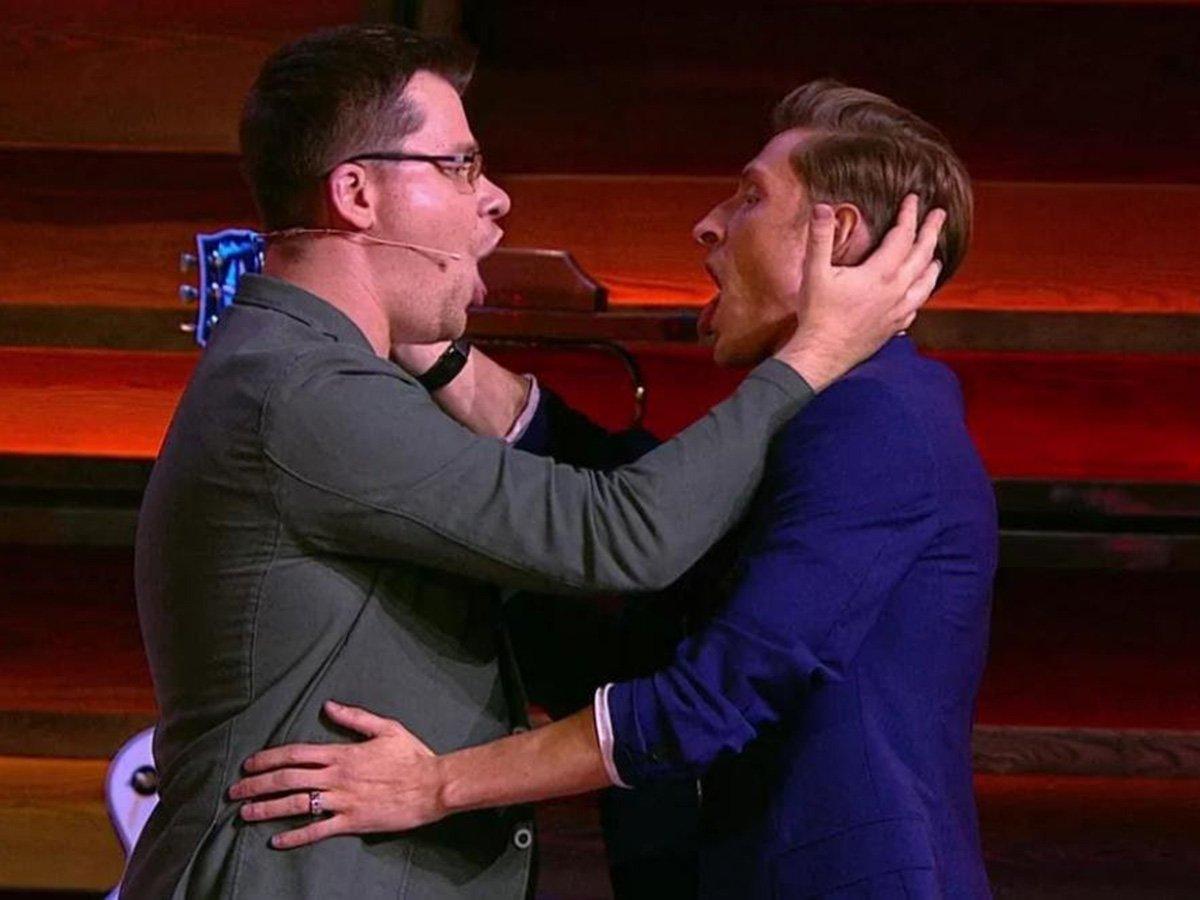 Воля и Харламов высмеяли Тимати во время эфира в Comedy Club