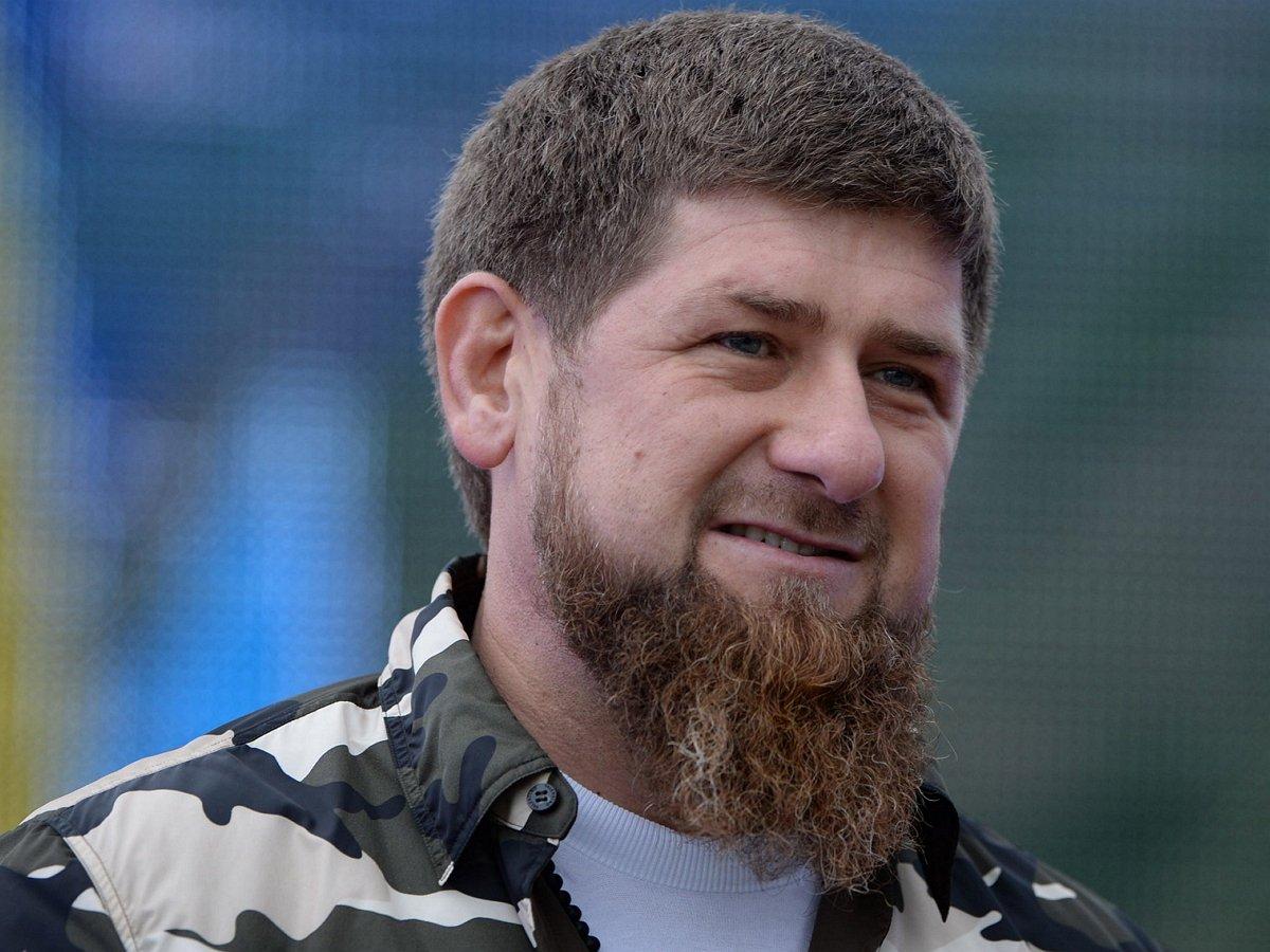Кадыров побрился налысо, призвав последовать его примеру (ВИДЕО)