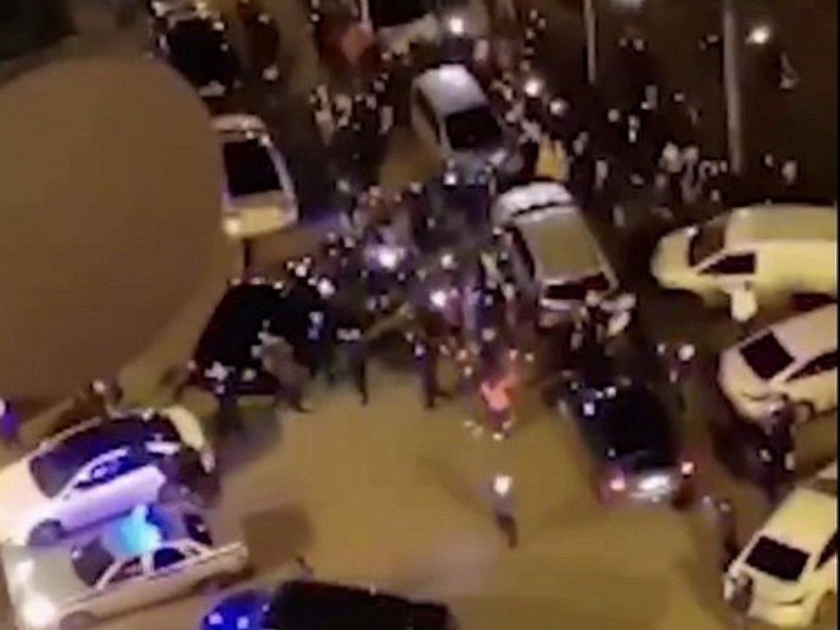 Жители столичного Бутово устроили уличный бунт против коронавируса