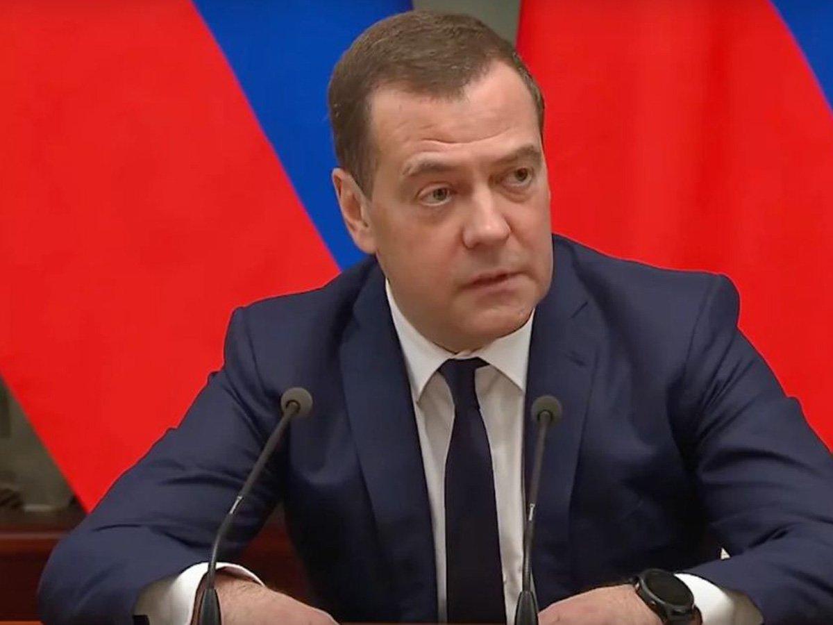 «Напоминает картельный сговор»: Медведев удалил пост про обвал цен на нефть, но его уже прочитали